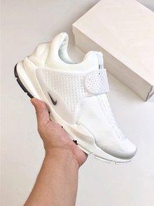 图2_Nike Sock Dart 独立日三色系列以纯红纯白和纯蓝打造的3 款全新配色 结合颇具现代感的鞋型设计 三款配带来十足的视觉冲击力 为你的夏季出街再添全新缤纷选择 SIZE 36 45