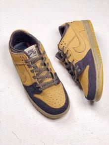 图2_NIKE Dunk SB LOW Lewis Marnell 传奇滑手联名1982 年出生于澳洲墨尔本的他 从 10 岁开始就被诊断出患有 I 型糖尿病 不得不随时靠注射胰岛素维持健康 眼前这双 Nike SB Dunk Mid Lewis Marnell 将他最喜欢的 Mid 鞋型及个人元素注入鞋身多个细节 并在鞋舌绣有 Lewis Forever 字样以示敬意 货号 AL1115 200 SIZE 39 45