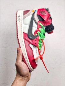 图3_OFF White x Nike Air Jordan 1 重磅联名从打板到后期成型 前前后后改了十几次 因为一个细节不满意 直接作废一千多双 终不负众望 做出来让大家满意的鞋子 SIZE 40 40 5 41 42 42 5 43 44 44 5 45