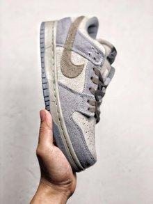 图3_Nike Dunk Low Premium SB 星球大战 NikeSB推出的这款Dunk Low 其灵感来自于StarWars中霍斯星球上独有的Tauntaun雪兽 整体鞋面选用了高档小山羊皮制作而成 并以深浅灰色tone呈现 货号 854866 206 SIZE 36 45