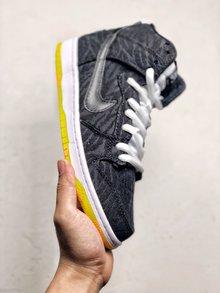 图3_Nike SB Dunk High Pro Skunk 臭鼬配色NIKE SB推出了以臭鼬为灵感 采用黑色鞋面 仿动物毛皮纹理 搭配白色中底 外底颜色十分靓丽变幻 橙色和黄色相互融合 形成特别的视觉效果 货号 305050 034 SIZE 39 40 40 5 41 42 42 5 43 44 44 5 45