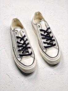 图2_Carhartt WIP x Converse Chuck 70 联名限定此次推出两款Chuck 70的限定配色其中一款采用了多色麂皮拼接制作鞋身而另一双则是在粉笔白的基础上加入黑线勾勒 颇有二次元的味道 35 44
