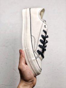 图3_Carhartt WIP x Converse Chuck 70 联名限定此次推出两款Chuck 70的限定配色其中一款采用了多色麂皮拼接制作鞋身而另一双则是在粉笔白的基础上加入黑线勾勒 颇有二次元的味道 35 44