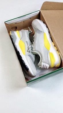 图1_纯原版本 头层皮打造 区别市面其他版本彪马 Puma Rs 0 Re Invention Pack 彪马电玩音速街机跑步鞋 PUMA RS 0作为今年刚刚与我们见面的全新鞋款着实让人眼前一亮 该系列鞋款以风靡一时的街机元素为灵感注意鞋垫区分高低版本SIZE 36 44