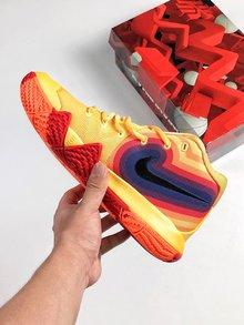 图3_Nike Kyrie 4 70s 70 年代款以黄色为主体 印有复古又迷幻的彩色图案 象征欧文球场上令人眼花缭乱的灵活舞步 size 40 46