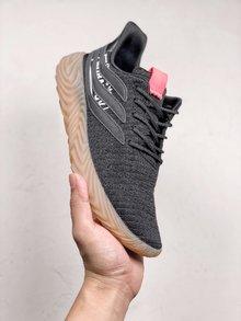 图3_adidas Originals Sobakov 潮流设计鞋型设计来自足球鞋款 鞋面变形的三道杠设计灵感来自 Predator 足球鞋 织物鞋面轮廓及宽厚的生胶鞋底酷似 Yeezy 350 潮流感十足 货号 B87040 SIZE 36 45