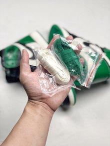 图2_NIKE Air Jordan 1 Pine Green 绿脚趾这双 Air Jordan 1 Pine Green 选用了黑白绿三色的配套方案 与经典的凯尔特人主队配色非常相似 既有 Air Jordan 1 的经典活力气质 又以清爽的绿色注入 上脚效果不俗 吸睛能力超强 人气不容 小视 货号 555088 302 SIZE 40 46