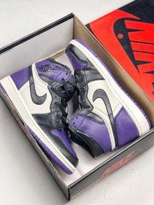图1_NIke Air Jordan 1 Court Purple 黑紫脚趾作为黑脚趾系列的新成员 黑紫脚趾在面料和整体设计细节都与今年年初发售的黑红脚趾完全相同 紫色作为今年最流行颜色 这双鞋在曝光之初就受到无数人的喜爱 相比黑红脚趾风骚和个性程度绝对更胜一筹 货号 555088 501 SIZE 40 46