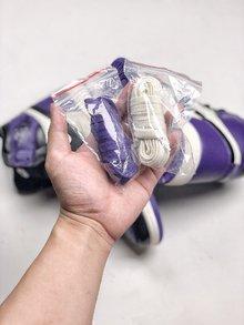 图2_NIke Air Jordan 1 Court Purple 黑紫脚趾作为黑脚趾系列的新成员 黑紫脚趾在面料和整体设计细节都与今年年初发售的黑红脚趾完全相同 紫色作为今年最流行颜色 这双鞋在曝光之初就受到无数人的喜爱 相比黑红脚趾风骚和个性程度绝对更胜一筹 货号 555088 501 SIZE 40 46