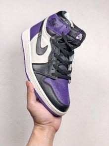 图3_NIke Air Jordan 1 Court Purple 黑紫脚趾作为黑脚趾系列的新成员 黑紫脚趾在面料和整体设计细节都与今年年初发售的黑红脚趾完全相同 紫色作为今年最流行颜色 这双鞋在曝光之初就受到无数人的喜爱 相比黑红脚趾风骚和个性程度绝对更胜一筹 货号 555088 501 SIZE 40 46