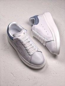 图2_MuQuuen 麦昆还记得风靡大街小巷的亚历山大 麦昆的小白鞋吗 不管是明星还是网红人脚一双呀 作为百搭的单品麦昆可以说是实至名归 35 40