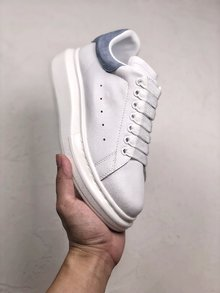 图3_MuQuuen 麦昆还记得风靡大街小巷的亚历山大 麦昆的小白鞋吗 不管是明星还是网红人脚一双呀 作为百搭的单品麦昆可以说是实至名归 35 40