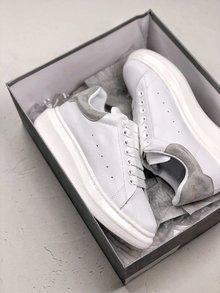 图1_MuQuuen 麦昆还记得风靡大街小巷的亚历山大 麦昆的小白鞋吗 不管是明星还是网红人脚一双呀 作为百搭的单品麦昆可以说是实至名归 35 44