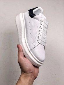 图3_MuQuuen 麦昆还记得风靡大街小巷的亚历山大 麦昆的小白鞋吗 不管是明星还是网红人脚一双呀 作为百搭的单品麦昆可以说是实至名归 35 44