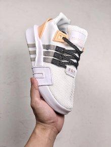 图3_EQT BASK ADV 复古与机能设计师从经典篮球鞋的内靴设计中撷取灵感 打造了结合复古与机能完美结合的鞋履 网眼与氯丁橡胶及绒面革结合 大幅提升了鞋款质感 而品牌旗舰的 TPU 支架与全新设计的白色 EQT 大底也出现其中 SIZE 36 40