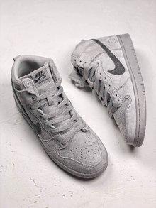 图2_Nike Dunk Sb x Reigning Champ 卫冕冠军继 Nike Air Force 1 X Reigning Champ 带来最火联名空军之后 NIKE再次为旗下经典鞋款 Nike SB Dunk带来此系列联名 此番联名依旧采用 低调灰色 选用质感麂皮做鞋面的同时搭配 3M 反光Logo呈现 货号 AH9166 167 SIZE 39 40 40 5 41 42 42 5 43 44 5 45