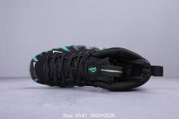 图3_耐克 NIKE 耐克喷泡 通灵喷型号 579771 003人气最高的 Foamposite 鞋款 为庆祝 Nike 前 CEO 菲尔 奈特之子所推出的 3D 动画电影 通灵男孩 而特别设计 将动画中诡异的僵尸气氛融入到鞋身盔甲之上 搭配荧光大底 惊艳的视觉表现让人为之着迷 3563H2026