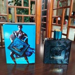 图3_VERSACE ER0S范思哲爱罗斯男士香水 VERSACE ER0S 男士香水拥有清新活力和魅力性感的味道 它的前调 中调 基调萦绕于肌肤周围 为男性打造独特氛围 男士香水中公认的 三大骚香 之一 馥奇香调 香味甜腻 还可以遮盖身上的烟味酒味 适合年轻人 约会或去夜店非常适用 纯正冒易公司渠道货出品 品质保证 可扫吗验货 颜色 蓝色 红色 黑色 瓶装 100ml