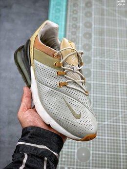 图1_耐克 Nike Air Max 皮面透气后掌半气垫慢跑鞋 一体式鞋面与有趣的非对称设计 都以全新的角度诠释出Air Max 270的独特个性 可以说是将未来与复古相结合的完美体现 PCSIZE 36 36 5 37 5 38 38 5 39 40 40 5 41 42 42 5 43 44 融合了90年代Air Max 93与Air Max 180的复古款式造型与革命性Air缓震技术的风格 展现出第一款专为全天舒适生活而设计的Air Max休闲鞋款 拥有270度 堪称史上最厚的鞋跟可视化气垫 再配以透气网格编织鞋面及流线形设计 搭配前掌双密度泡沫中底 带来绝佳的柔软脚感 兼具非凡优质外观和出色穿着体验