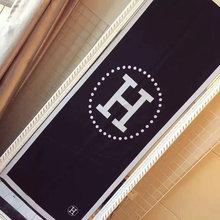 图3_爱马仕爆款 时尚围巾 适用各种场合佩戴 非常好搭衣服 时尚美女必备款 尺寸180 70左右
