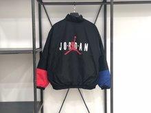 图2_阴阳黑红 Nike Air Jordan XXX2 18秋冬棉服夹克 采用红蓝黑色多色拼接 独特的撞色复杂而不花哨独特的风格独特的味道 上身无论是男女都十分好看 回头率爆表 尺码S XL 颜色 黑红蓝