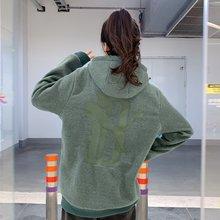 图2_代购款 彪马PUMA X BIG SEAN 联名系列刺绣卫衣 PUMA创始人具有代表性的OG PUMA D 的品牌标识 18系列最新款 高品质的设计混合图案成为了该系列的亮点 惊艳的展示在各位眼前 18秋冬款 正品购入打版 原版定织面料 77 棉 23 涤纶 采用正确版本颜色 麻灰白和麻墨绿 有种磨毛的感觉 柔软舒适 胸前字母 帽子联名logo 后背豹子D 全身几十万针精细包边刺绣 价格昂贵 绝不亚于正品刺绣 随意对比 后背小织带 一比一配色螺纹 定制染色帽绳 带有防盗扣 拆除不退换 秋冬必入 男女同款 潮流运动风 颜色 麻灰白 麻墨绿 原版配色 尺码 S M L XLS 胸围54 衣长72 肩宽45M 胸围56 衣长74 肩宽47L 胸围58 衣长76 肩宽49XL胸围60 衣长78 肩宽51