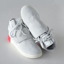 图2_红尾爆款来袭 独家出货阿迪椰子750 许多刚接触Tubular的鞋迷会觉得这是一个新的系列 其实在1993年Tubular的元年版本就诞生了 颠覆了人们对跑步鞋的固有印象 设计灵感源于汽车轮胎 所以在鞋面上可以看到三条杠被设计成了类似于管道的样子 鞋面只有三个鞋带孔也开创了当时的先河 这是一款嫁接了元年Tubular 93 如今这款鞋已经拥有无数版本 各种面料的运用使得它可塑性极强 优质猪八革面生胶分段拼接外底简约时尚 防滑的耐磨鞋底 凸显独特的做工品质 天猫品质 原装版本 多层网面1 1原版配置 打压一切版本随意比对 官方正码 尺码 40 44