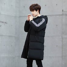 图2_Adidas 阿迪达斯中长款棉衣 手臂上经典的三条杠设计 修身版型 加厚连帽款 保暖效果特别好 很基础百搭的一款 无论怎么搭配都好看 万年不会淘汰的款