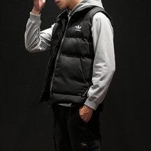图2_18ss adidas三叶草新款羽绒棉马甲 情侣爆款马甲 采用高品质定制面料 填充物是由不同规格的超细纤维和羽绒经过特殊工艺生产制造 具有轻薄 手感细腻 洗后不易变型 黑红俩色高品质牛货 版型设计简单大方 上身效果超赞 鼎力推荐款尺码 L 3XL颜色 黑色 红色