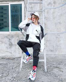 图3_元PUMA彪马高冷黑白灰织带外套 背后的大LOGO 永垂不朽 此款PUMA夹克 版型宽松 面料采用进口面料 上身舒适度非常好 颜色 高冷灰白色尺码 M 胸围124衣长74L 胸围128衣长76XL 胸围132衣长78